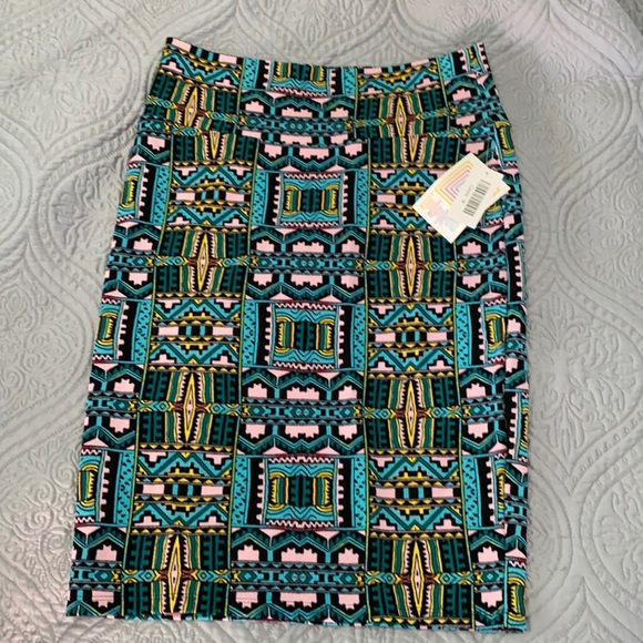 LuLaRoe Medium Cassie Skirt